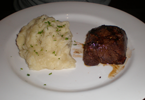 village_tav_steak_290_200