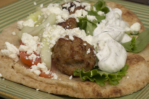 greek_meatball_plate_590_390
