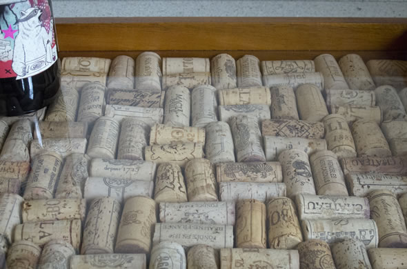 wine_cork_closeup_590_390