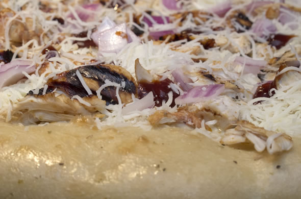 bbq_pizza_assembled_590_390