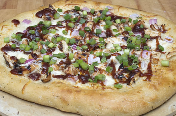 bbq_pizza_baked_590_390