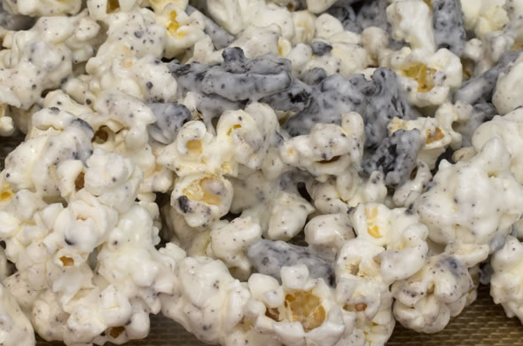 oreo popcorn close up