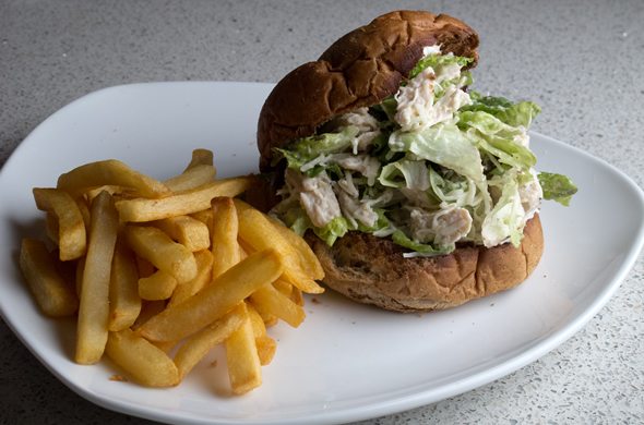 caesar_chick_salad_plate_590_390