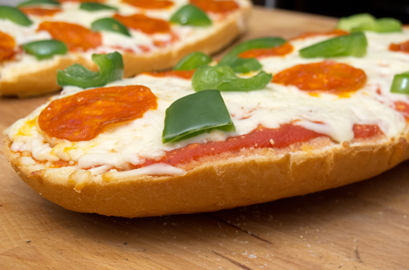 french_bread_pizza_baked_590_390