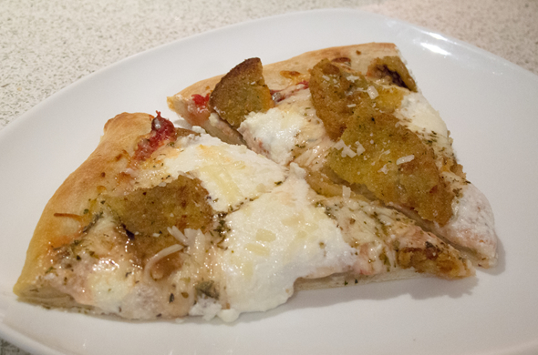 eggplant_pizza_sliced_590_390