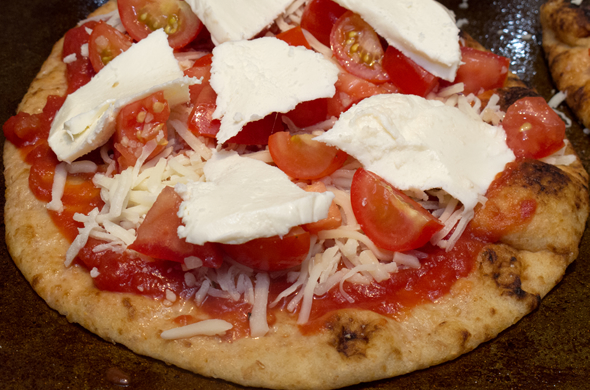 grill_pizza_cheese_590_390
