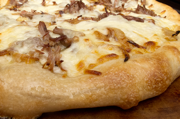 pork_pizza_closeup_590_390