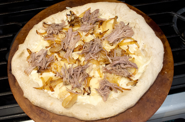 pork_pizza_topped_590_390