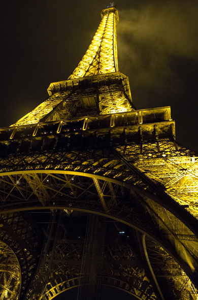 france_1stnight_eiffel_390_590