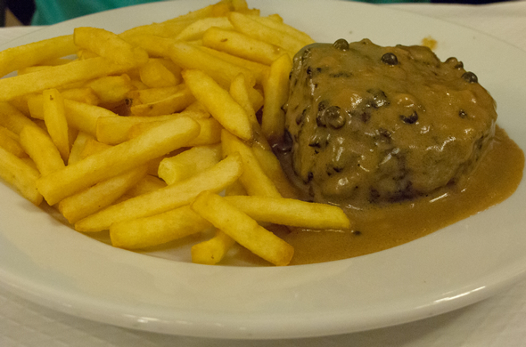france_1stnight_steak_590_390